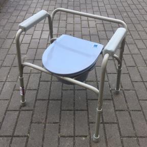 Toaletní židle odlehčená